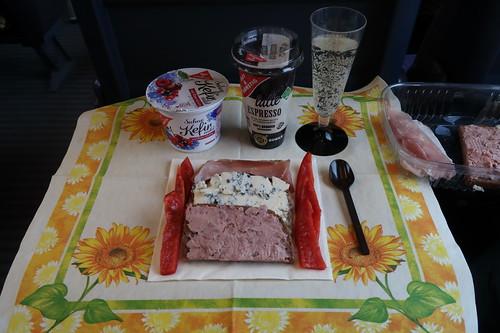 Mittagsimbiss (auf der Zugfahrt nach Den Haag)