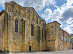 Abbaye de Cadouin - Photo of Montferrand-du-Périgord
