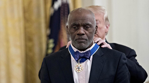 Alan Page recieves Presidential Medal of freedom