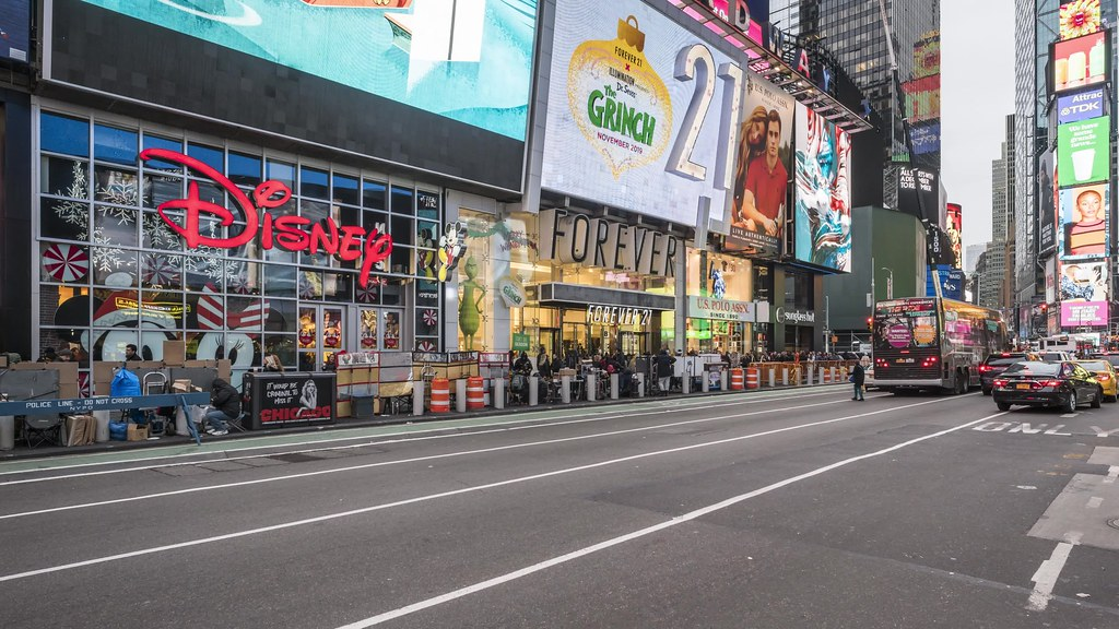 Times Square Pan TL 111818 UHD with music