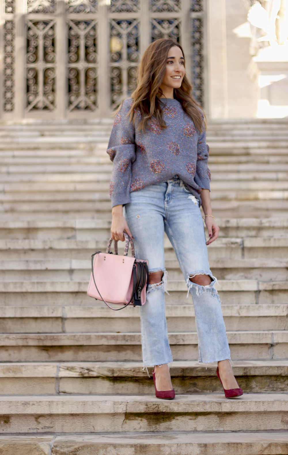 GRAY CHRISTMAS JERSEY ripped jeans pink coaach bag burgundy heels street style fall outfit 20186767