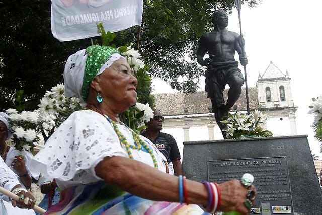 Lavagem da Estátua de Zumbi dos Palmares marca o 20 de novembro na Praça da Sé, no Pelourinho em Salvador. - Créditos: Camila Souza/ GOVBA