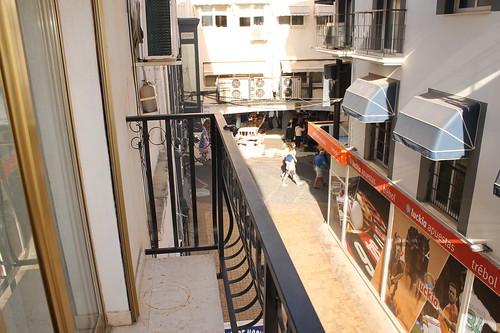 Situado en pleno centro de Benidorm, y cerca de todos los servicios. Solicite más información a su inmobiliaria de confianza en Benidorm  www.inmobiliariabenidorm.com