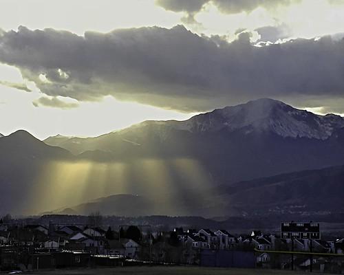 pikespeak frontrange landscapes colorado sunbeams mountains