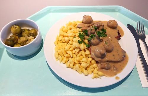 """Pork escalope in mushroom sauce with spaetzle / Schweineschnitzel """"Jäger Art"""" mit Spätzle"""