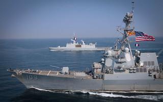 USS Jason Dunham is underway alongside the French navy ships.