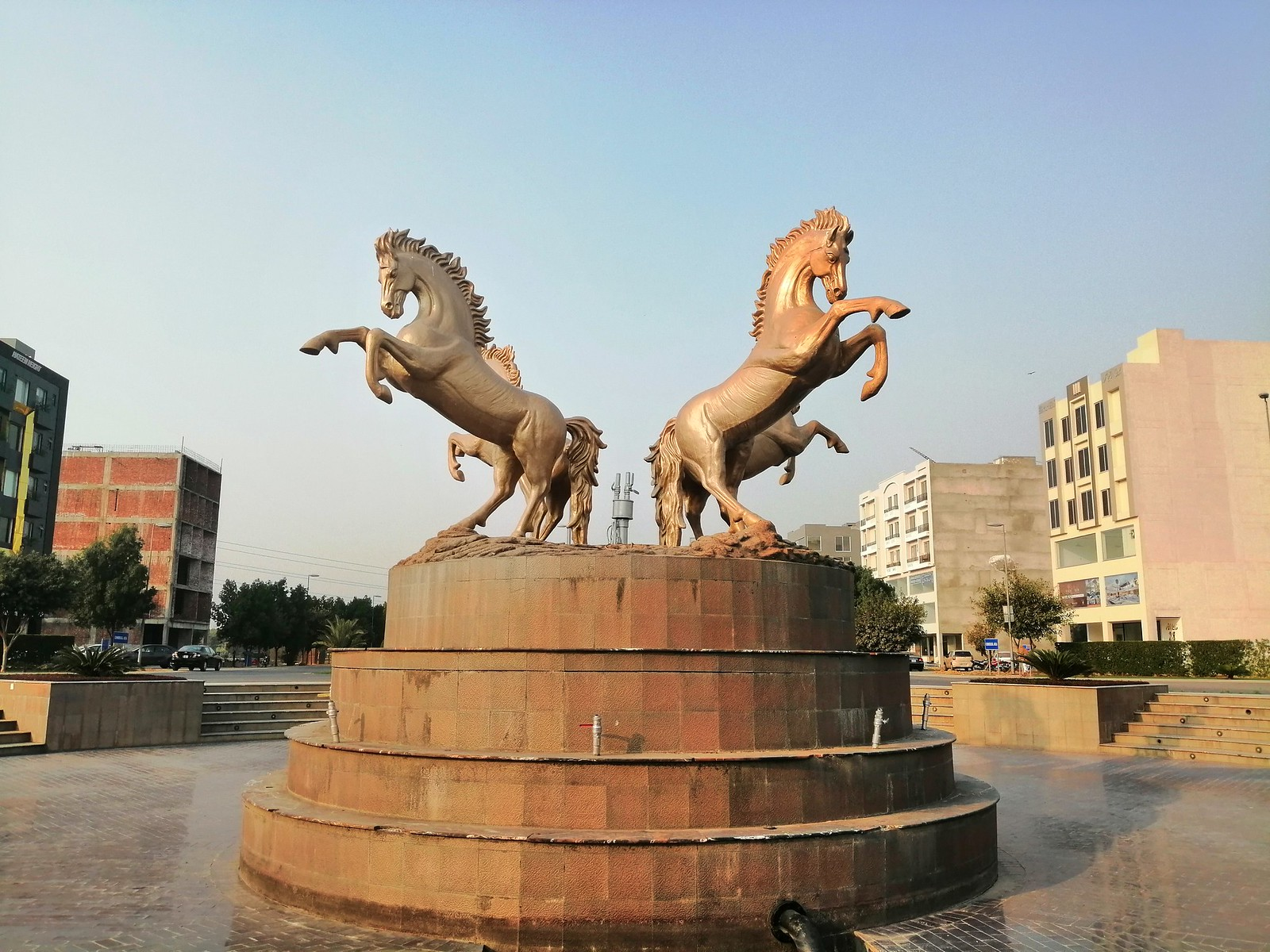 Picture of Horses Statue with AI Mode on Huawei Y9 2019