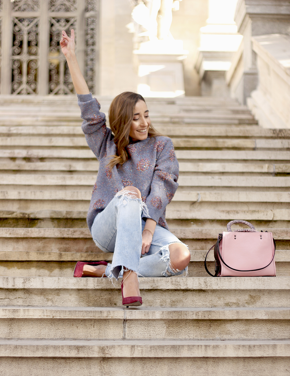 GRAY CHRISTMAS JERSEY ripped jeans pink coaach bag burgundy heels street style fall outfit 20187072