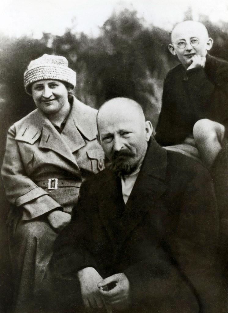 1925. Ф. Э. Дзержинский со своей женой Софьей Сигизмундовной и сыном Яном во время поездки в Сестрорецк
