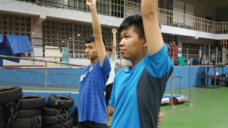 參與啦啦同學認真練習的模樣。圖/黃湯琳提供