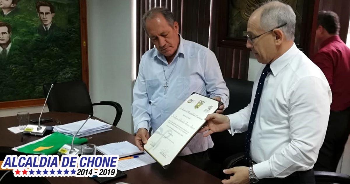 Asociación de Municipalidades Ecuatorianas entrega reconocimiento al alcalde de Chone
