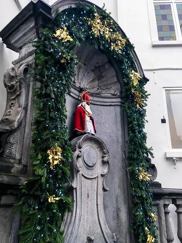 Manneken Pis vestido de Sinterklaas