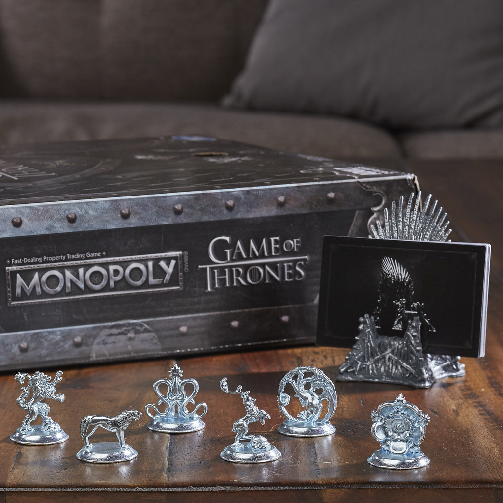 為了稱王各懷鬼胎,誰能存活到最後守住勝利!! Hasbro × HBO《冰與火之歌:權力遊戲》主題地產大亨 Game of Thrones-Themed Monopoly