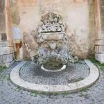 Roma, fontana nel giardino di Sant`Alessio all`Aventino