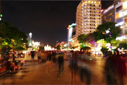 vietnam saïgon hochiminh scènederue streetview streetscene streetscape soir evening people light night avenue shake blur street rue fz1000