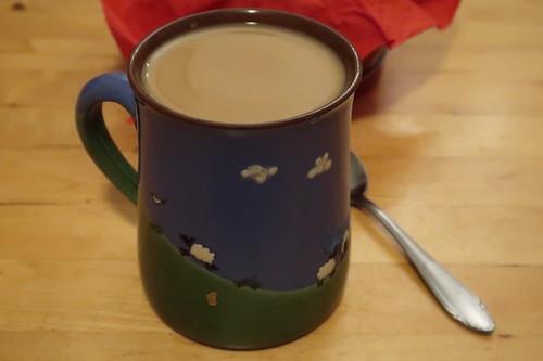 Kaffee mit Milch und Zucker