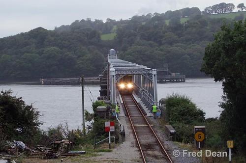 Irish Rail 2711/12 + 2714/13 on the Barrow Bridge.