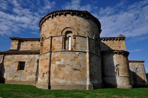 Castañeda (Cantabria). Iglesia colegiata de Santa Cruz. Vista este
