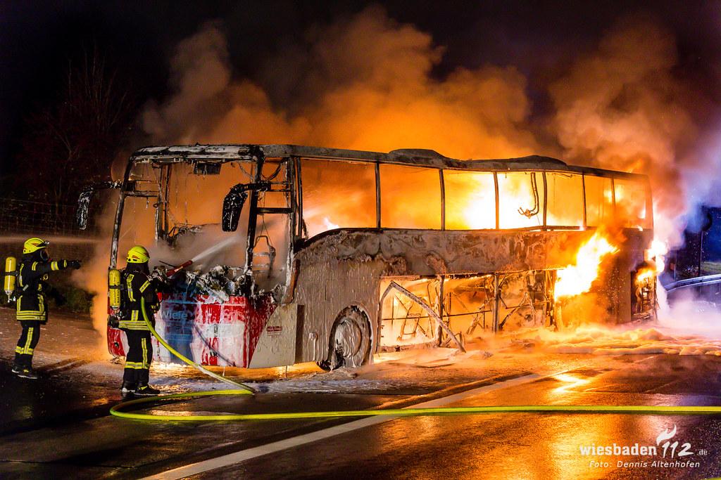 Brennender Reisebus auf der A3 bei Idstein 02.12.18
