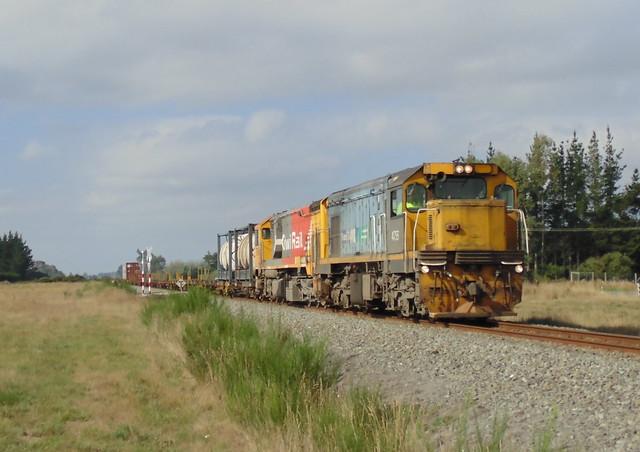 Train 925 seen just, Sony DSC-H100