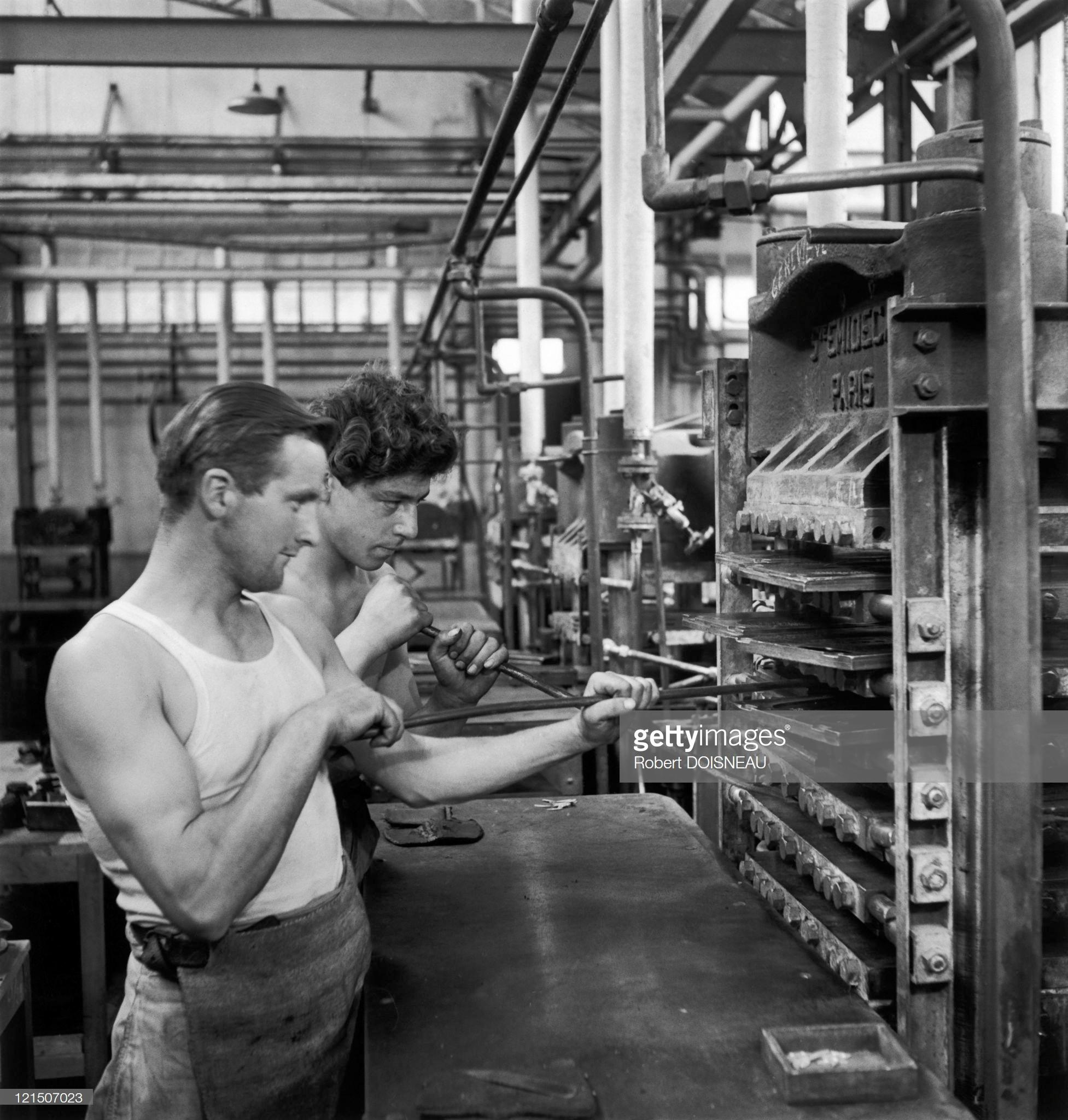 1944. Рабочие на заводе