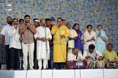 Devotional song by Gopi and Party from Mumbai Maharashtra