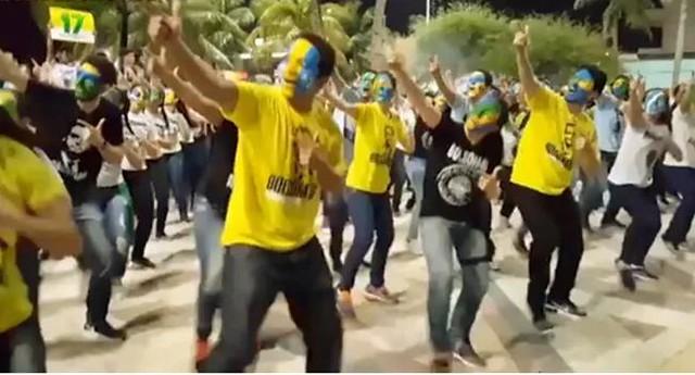 Coreografia na Praia de Iracema, Fortaleza (CE), para demonstrar apoio ao então candidato Bolsonaro - Créditos: Reprodução Youtube