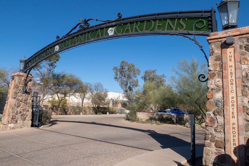 Entrance sign to botanical gardens