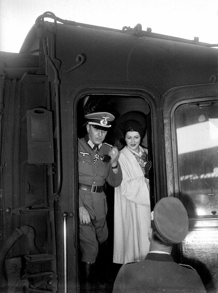 1944. Генерал Эдгар Пуо, лидер Легиона французских добровольцев, с женой отправляется на Восточный фронт. Париж, апрель