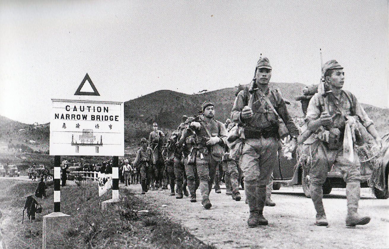 Japanese Army crossing the border between Hong Kong and the mainland on December 8, 1941. Photo from the booklet of