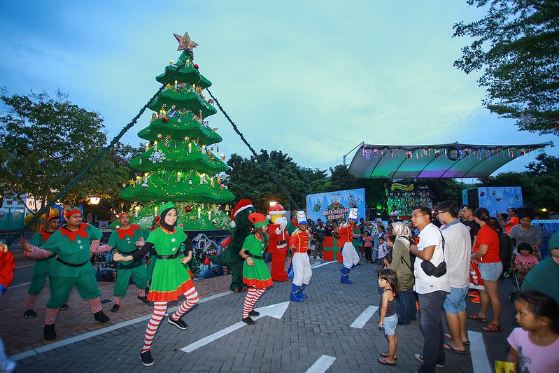 Dance Performance In Front Of Lego Duplo Christmas Tree