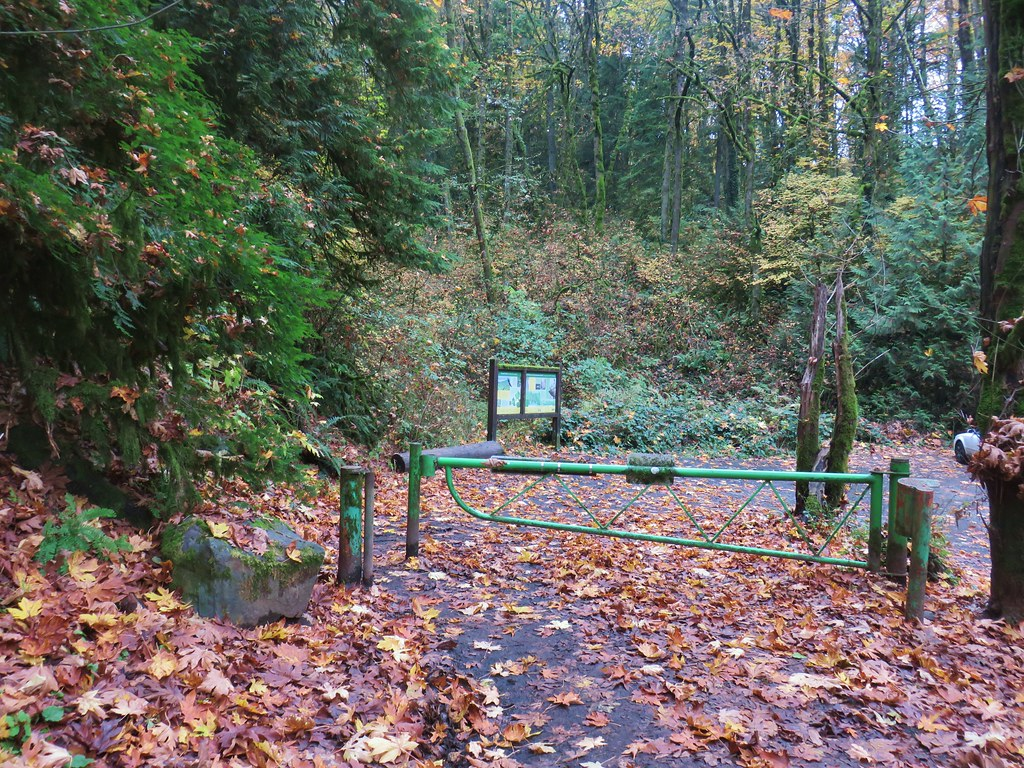 Leif Erikson Drive Trailhead along Germantown Road