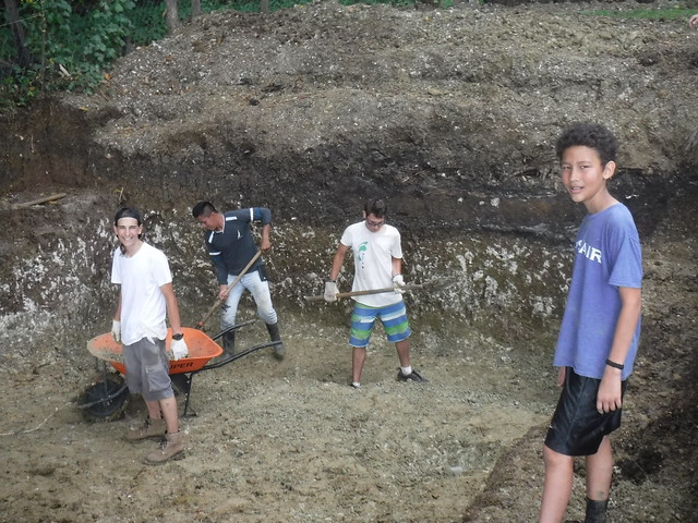 Boys digging (Zuber visiting from Maine!)