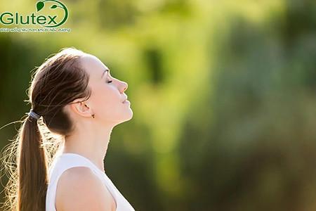Thư giãn nhiều hơn bằng cách nghe nhạc, ngồi thiền, tập yoga cũng giúp bạn hạ HbA1c