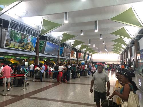 71 - Abflughalle / Departure hall - Aeroporto Santo Domingo