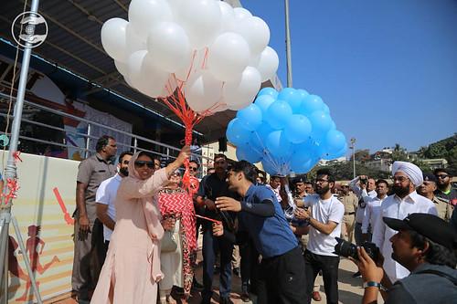 Satguru Mata Ji was releasing the balloons, A symbol of touching the heights