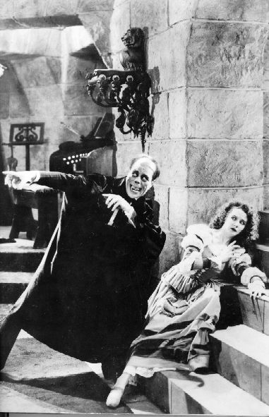 Lon Chaney Sr. and Mary Philbin in
