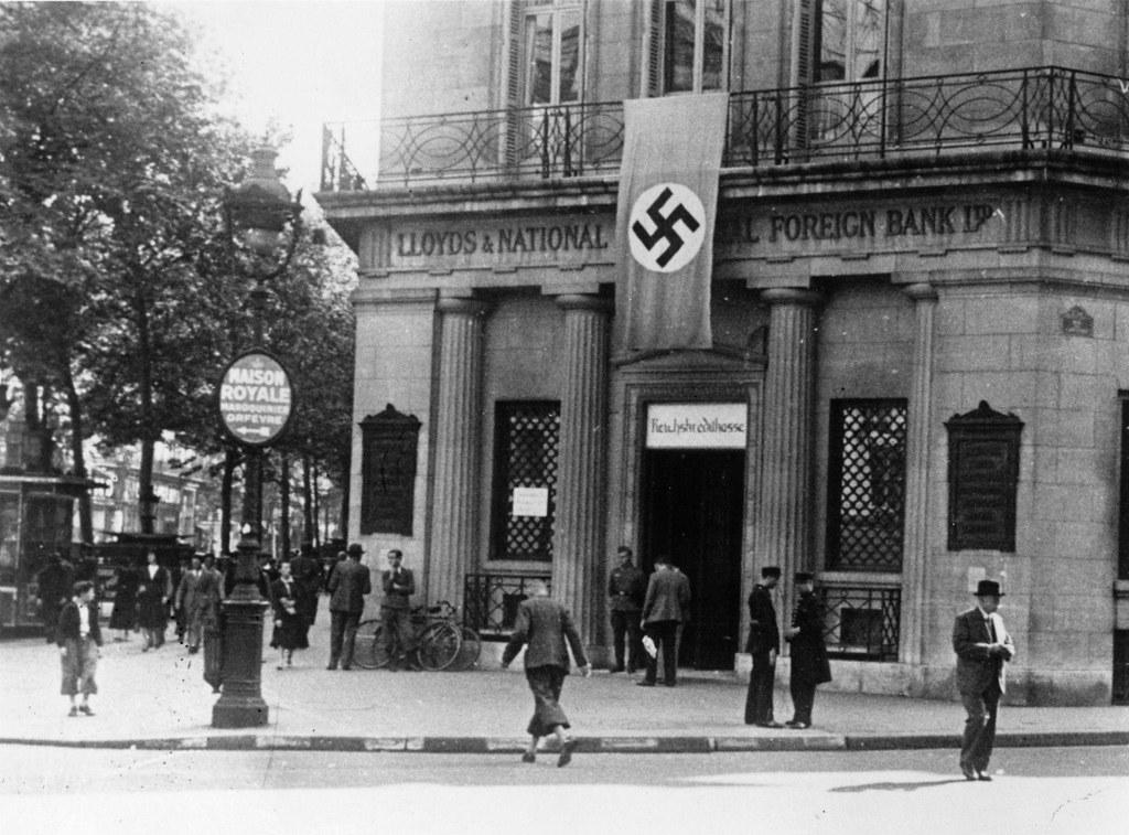 1942. Парижское отделение британского банка Ллойдс после преобразования его в немецкий банк