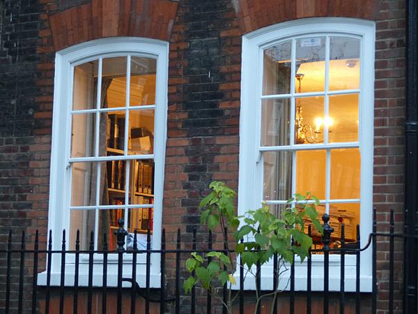 fenêtres éclairées à Gray's Inn