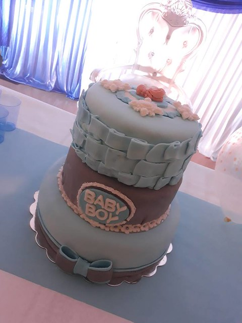 Baby Shower Cake by Saran Cakes