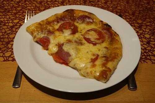Salamipizza (meine Hälfte)