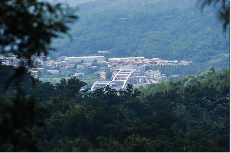 羌埔山俯瞰西南方甲仙大橋