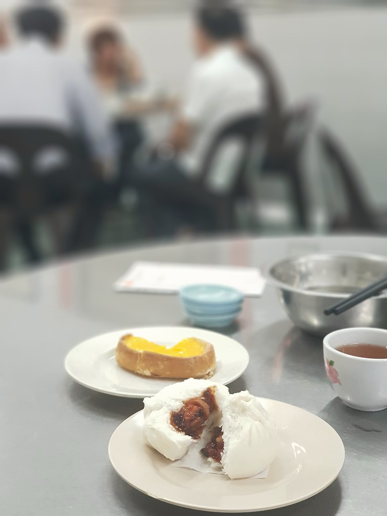 蛋挞 Egg Tart rm$2 & 叉烧包 ChaSiew Pao rm$1.80 @ (桃園茶樓) Tho Yuen Restaurant, Georgetown Penang