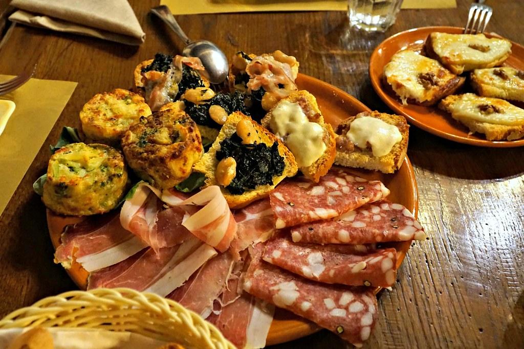 Toscanalaisia alkupaloja