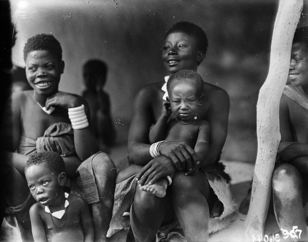 Катаба. Женщины с младенцами