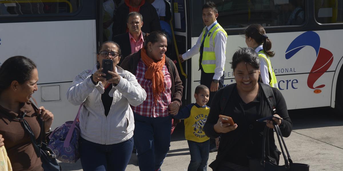 Cuarto vuelo proveniente de Ecuador arriba a Venezuela con 93 repatriados