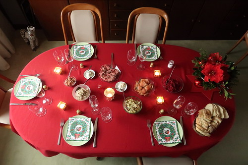 Reste des Roastbeef, Häckerle, Thunfischcreme, Lachs, Krabben und Rote Bete Salat als Mittagsimbiss am 1. Weihnachtstag