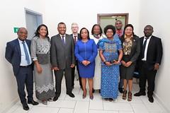 Photo de famille au terme de la rencontre entre le Représentant de la FAO & le Ministre de la Mer et de la Pêche -© FAO