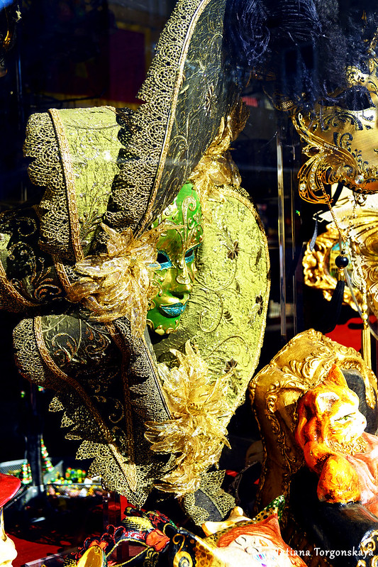 Продажа венецианских масок в Которе