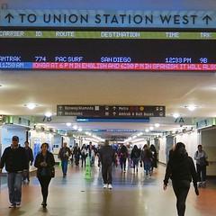 不需車票也能走進鐵路總站的地下通道,連結不同的月台,驟眼睇有幾分似新宿車站,當然人流不可比擬。 【浪游旅人】https://ift.tt/1zmJ36B #backpackerjim #railway #station #union #unionstation #losangeles #usa #america